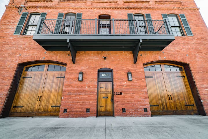 The Firehouse in Uptown- 3 BR Sleeps up to 6
