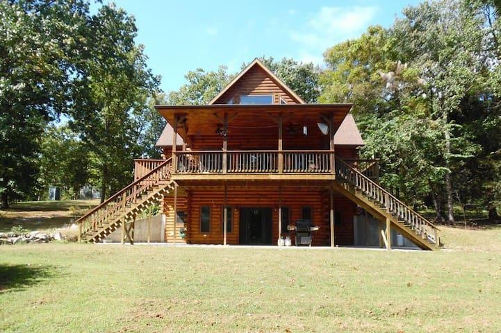 Lake Cabin Vacation Rental - Eagle Rock - House