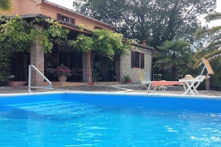 Villa con piscina - San Costanzo - Villa