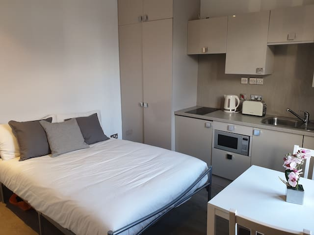 NEW! Cozy and Bright Studio flat Finchley Central