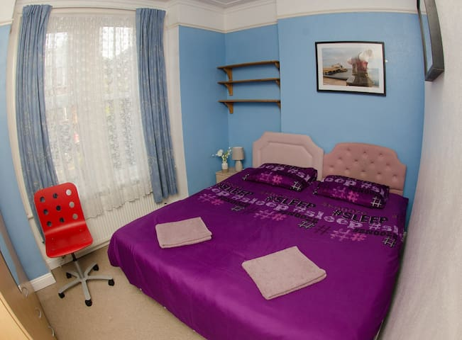 We can set the room up with single or double beds