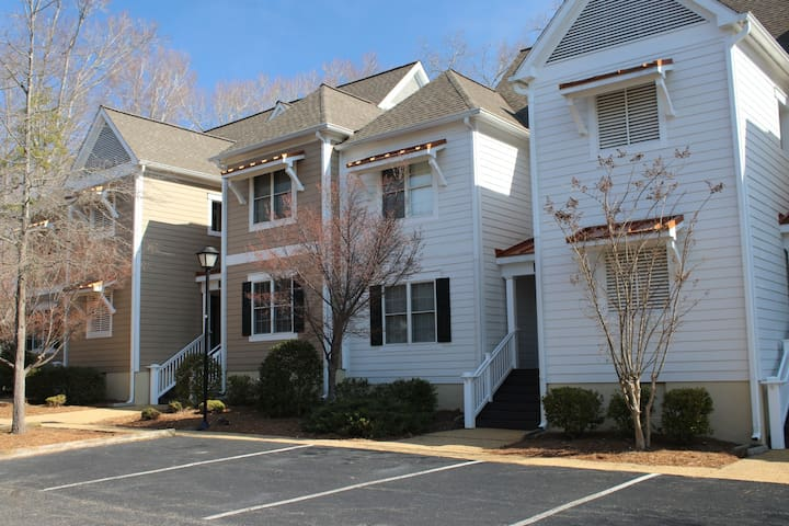 Large Townhome in Williamsburg W/ Outdoor Pool at Kings Creek