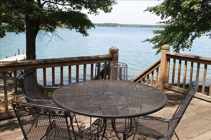 Beautiful Lakefront Property with Private Dock!