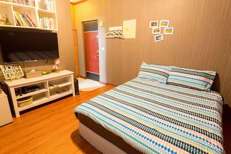 恆春小房《Room13》 交通便利與簡約風格的套房,設有獨立衛浴,眺望恆春最美的風景~