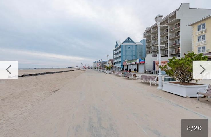 Ocean City On The Broadwalk 2queen beds /parking