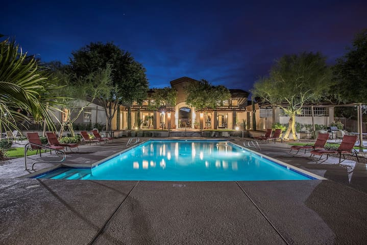 Westworld Digs- Stay for Event Scottsdale- 2 B 2 B
