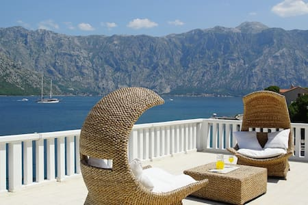Penthouse Stoliv Up to 14 Beds 5m/sea Jetty/Beach - Kotor