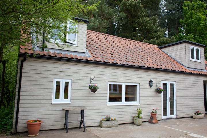 Rural, peaceful holiday lodge close to beaches. - North Runcton - Hus