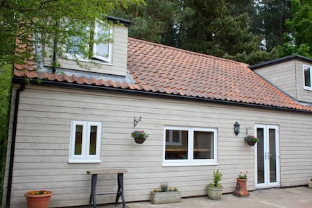 Rural, peaceful holiday lodge close to beaches. - North Runcton