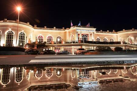 Destination de rêve en face du Casino
