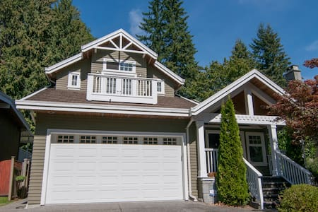 NEW!! LYNN VALLEY Arts & Crafts Home - North Vancouver