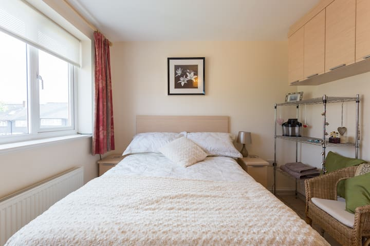 Cosy DOUBLE room FEMALE GUESTS only #YourCosySpace