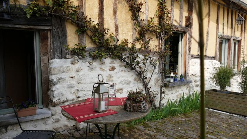 Charming room in old normand house - Saint-Marcel - Casa