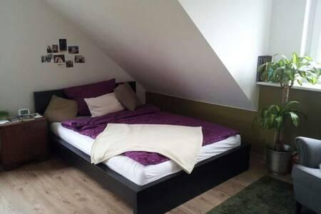 Schönes Zimmer mit Ausblick - Neusitz - Casa