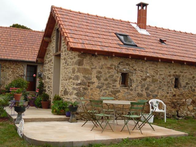 chambre écolo à la ferme avec coin cuisine - La Croisille-sur-Briance - Bed & Breakfast