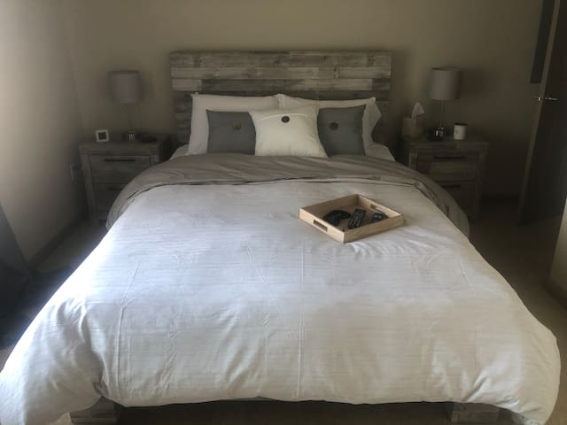Beautiful & Comfortable Private Suite in New Home