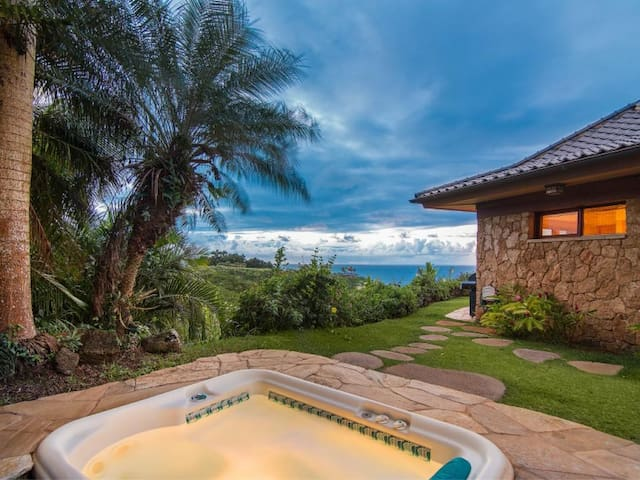 Luxury Beach Front Cottage - Hale Lani