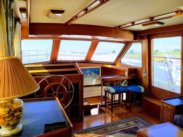 Yacht de prestige +PISCINE +SPA