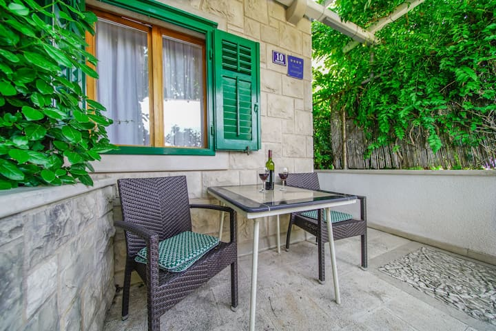 La Petite apartment- near beach