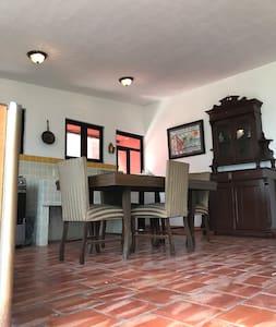 Casa del Capataz-Hacienda El Carmen