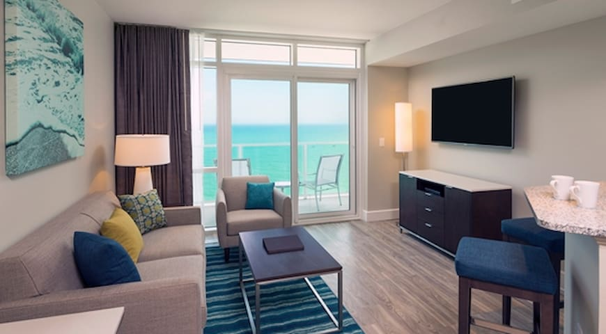Gorgeous Ocean Front 2BR in Luxury Ocean22 Resort