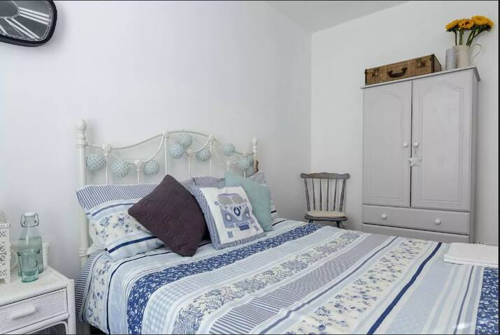 Sunny, shabby chic double room in stylish house - Portsmouth - Dům