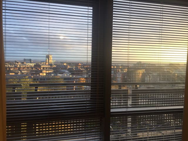 Hull city centre penthouse room with great views