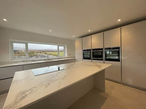 Dromore View, Modern & Luxurious House, Achill