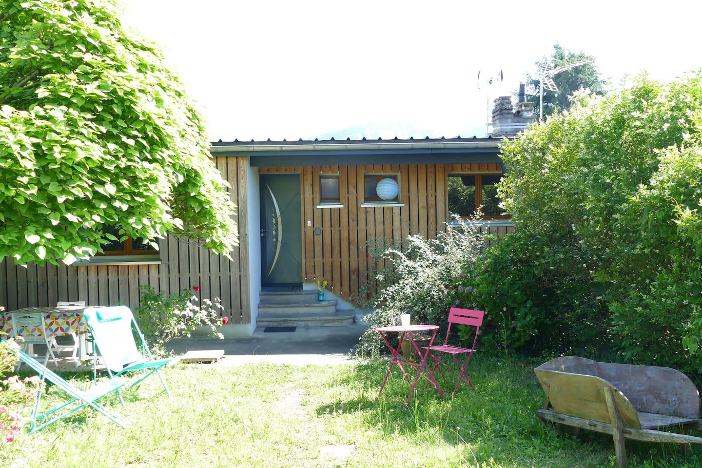 Terrasse et entrée du studio communes avec l'autre gîte
