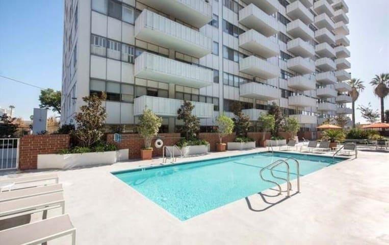 WEHO Lux loft overlooking LA Runyon gym pool valet