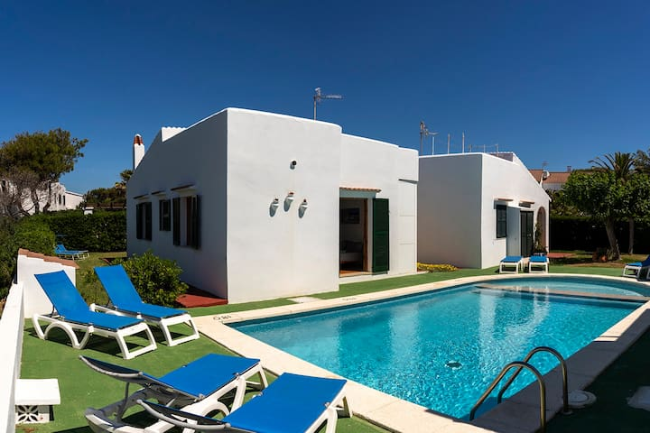 House w/ pool & sea view (100m from the beach)