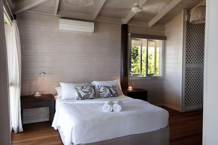 Magic Beach House - Main bedroom