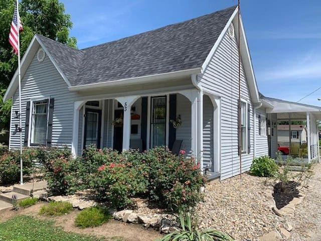 Little Blue Cottage By the River-booking for 2020