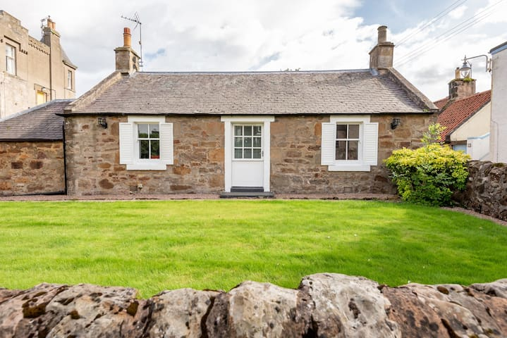 Crail cottage with gardens, sea views, parking