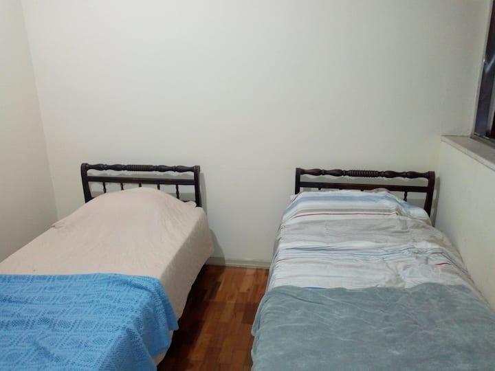 Alugo excelente quarto no centro de Leopoldina!