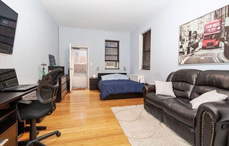 Gorgeous apt in prime location. MIN 30 DAY STAY