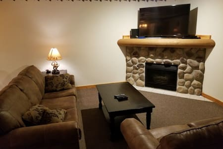 "2 BR ""Home away from Home"" near Starved Rock"