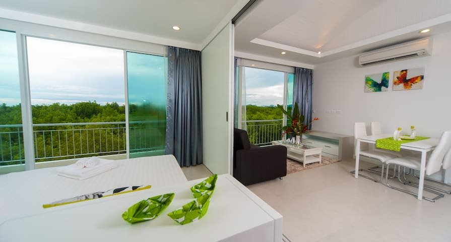 Stunning Marina seaview luxury apartment