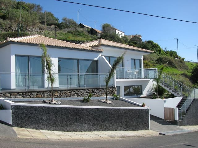 Countryside home with a fantastic Sea View