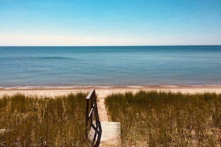 Glidden Cottage -Beach Access!