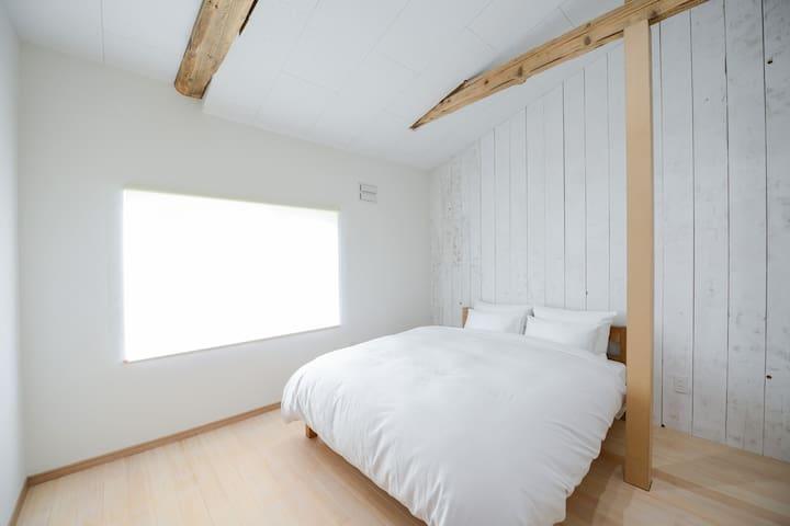 Bedroom (Queen Size)