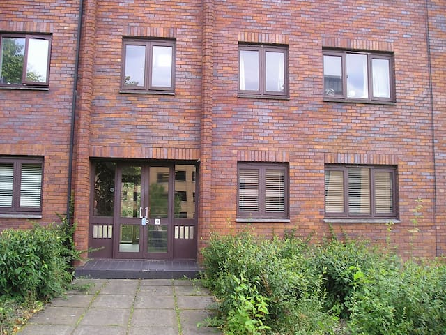 City Centre Apartment. Free parking nearby- 0.3mi