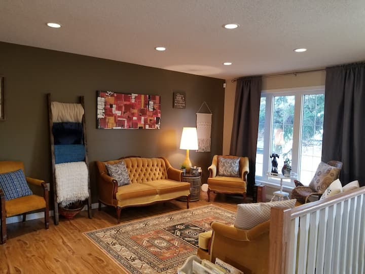 3 bedroom cozy, retro flare, natural lit duplex