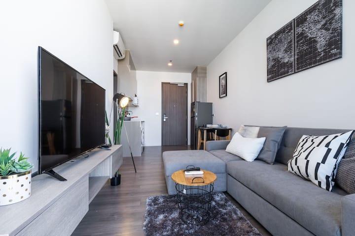 1-BTS Punnawithi 天桥直达 高端泳池公寓 房内有新风系统-公寓门口商场满足所有吃喝