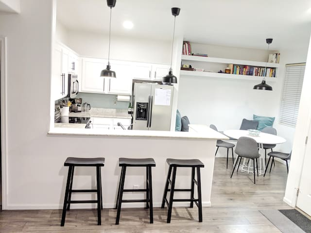 Clean & Modern Bedroom + Private Bath, near DTC