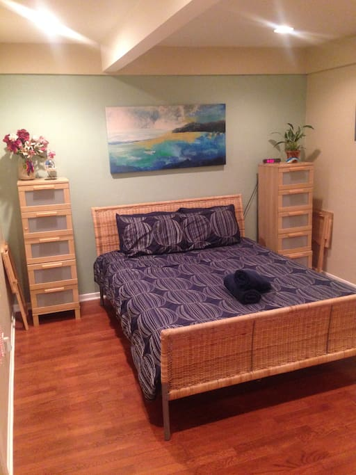 A comfortable bed, plenty of storage space, a relaxing beach theme is awaiting your arrival.