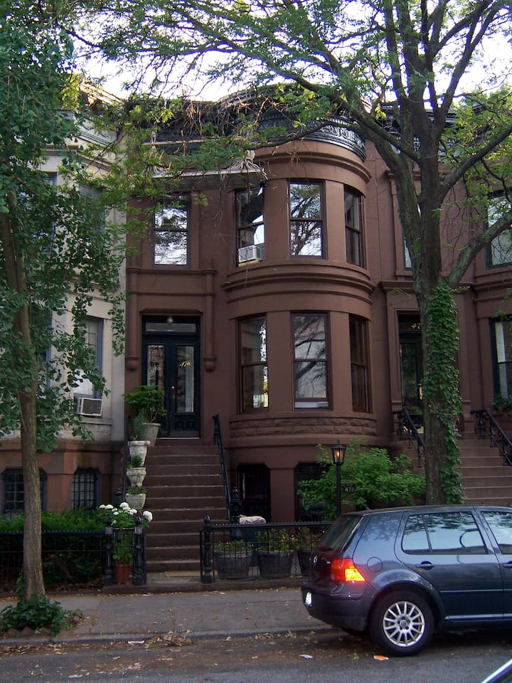 Brooklyn Brownstone (blue bedroom - single bed)