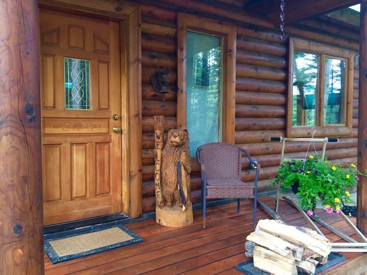 Cozy Girdwood Log Home Get-away