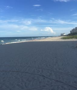 Direct beachfront access with pool! - Pompano Beach - 公寓