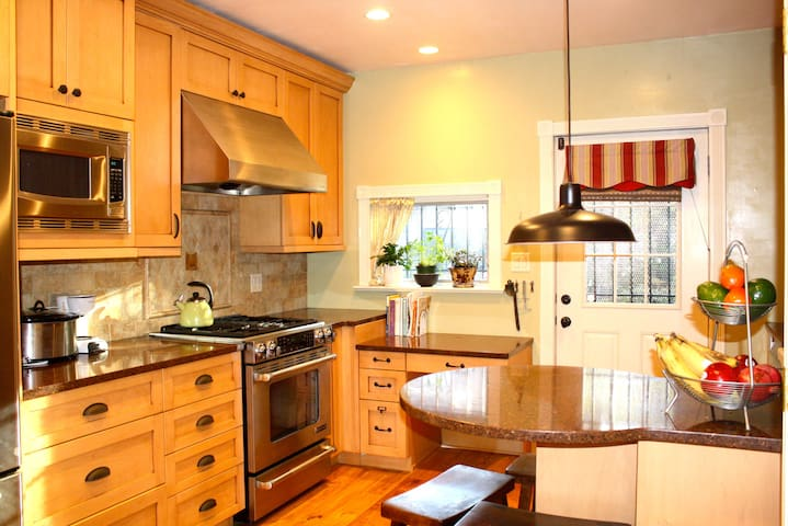 Beautiful 3BR Victorian Home in Jersey City - Jersey City - Talo